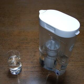 そうして探し辿り着いたのが無印良品のアクリル浄水ポットでした。